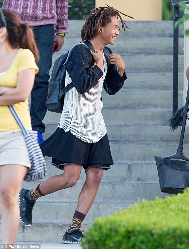 Jaden smith va vestido con ropa de mujer cromosomax for Jaden smith 2015