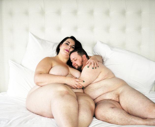 Orgia entre dos lesbianas y sus amantes - Pornes