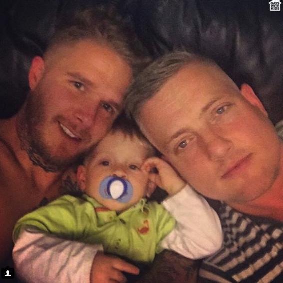 Padres gays con sus hijos