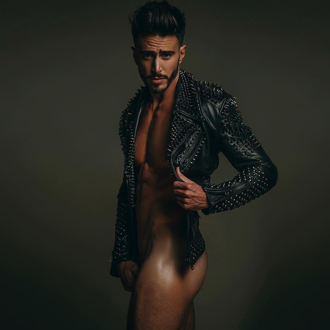 Carly de hermano mayor desnudo