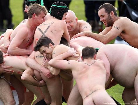 Jugadores desnudos de rugby gay