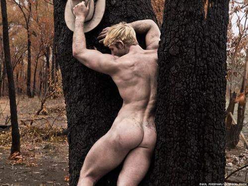 Damas y hombres desnudos