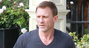 Daniel Craig parece un albañil rumano.