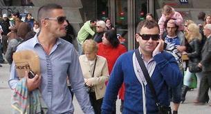 Jorge Javier saca a pasear a su novio Paco.