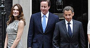 Carla Bruni calienta a David Cameron