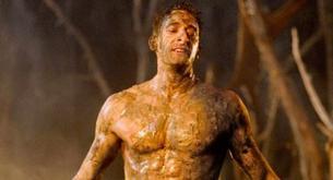Adrien Brody se quita la camiseta