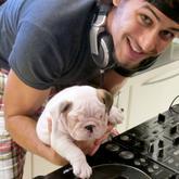 El novio de Madonna se compra un perro