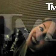 Miley Cyrus le da a la marihuana