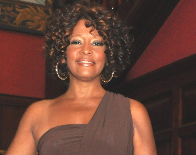 Reaparece Whitney Houston tras su estancia en rehab