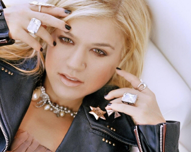 Kelly Clarkson estrena en televisión 'Mr. Know It All'