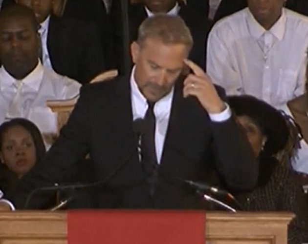 Kevin Costner emociona con su speech en el funeral de Whitney Houston