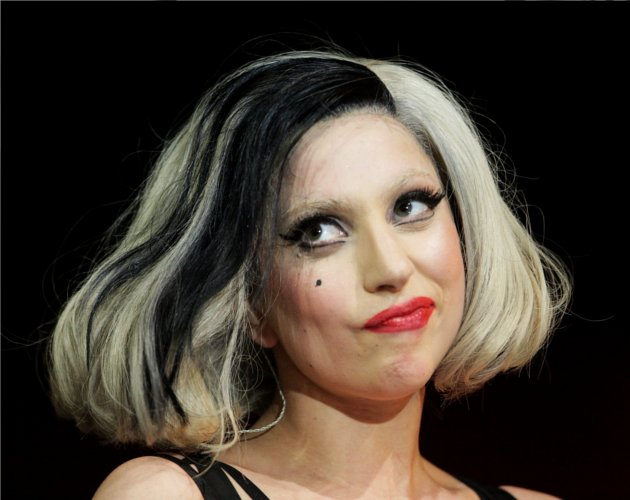 Los Little Monsters intentan matar a Madonna en Twitter