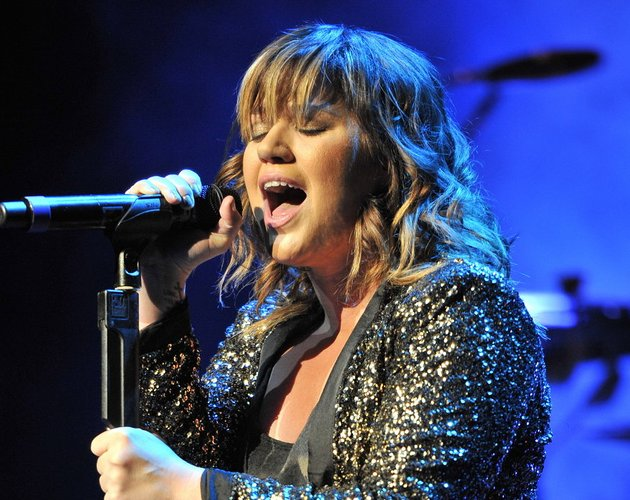 Kelly Clarkson versiona 'Till The World Ends' de Britney Spears