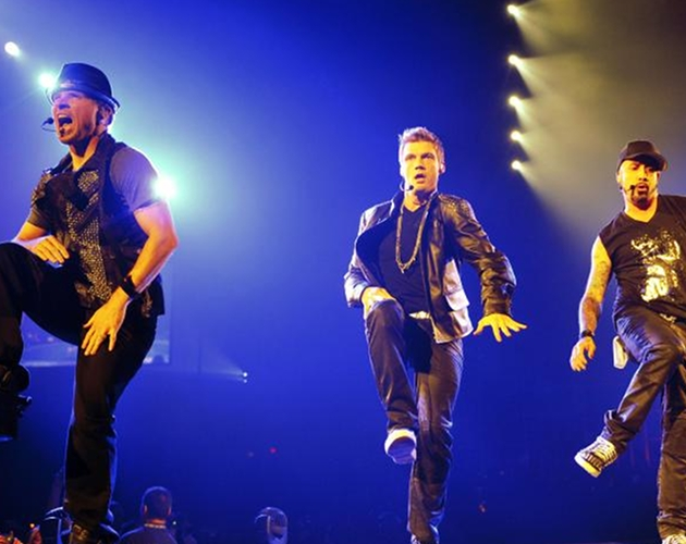 NKOTBSB versionan 'What Makes You Beautiful' de One Direction