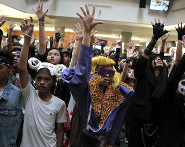 Los Little Monsters indonesios se montan su 'Born This Way Ball'