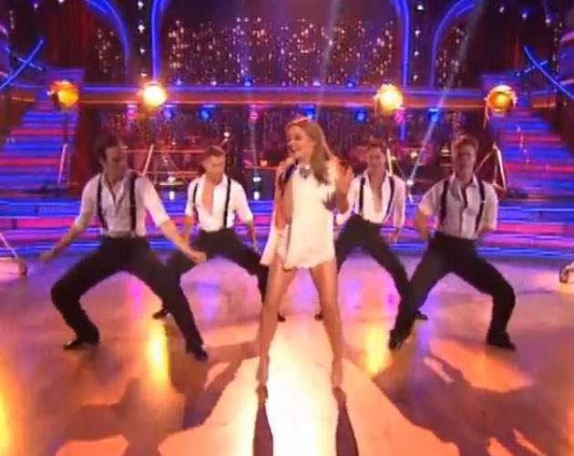 Kylie canta 'Locomotion' en 'Dancing With The Stars'