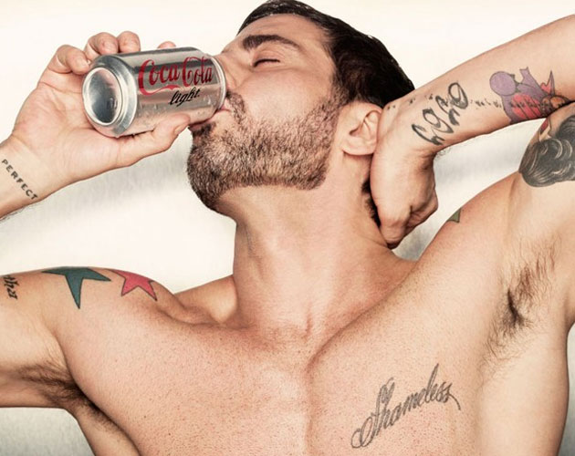 Marc Jacobs desnudo, nuevo director creativo de Coca Cola Light