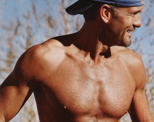 Tim McGraw pierde peso y presume de cuerpazo en 'People'