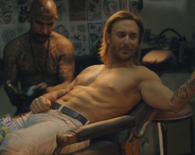 David Guetta presume de abdominales en el vídeo de 'Play Hard'