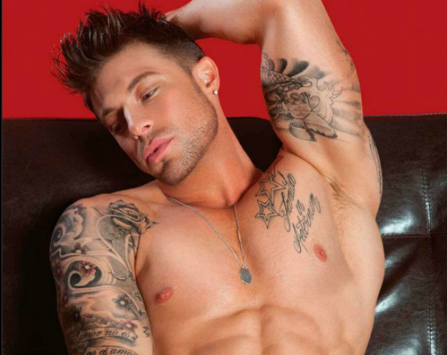 Duncan James, de Blue, desnudo para 'Gay Times'