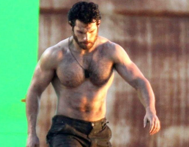 Henry Cavill, sin camiseta en el making of de 'Man of Steel'