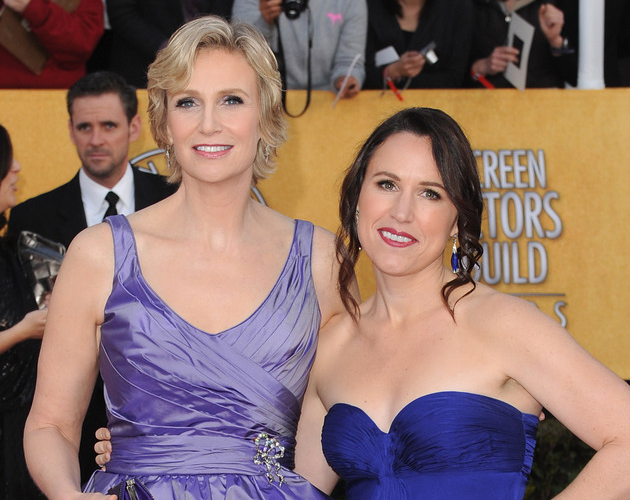 Jane Lynch de 'Glee' se divorcia de su esposa Lara Embry