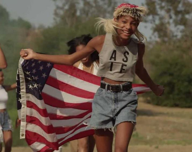 Willow Smith estrena 'Summer Fling' como Melodic Chaotic