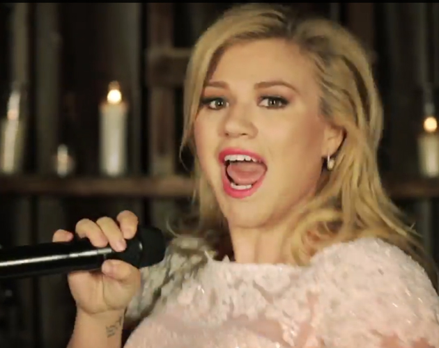 Kelly Clarkson estrena el vídeo de 'Tie It Up'