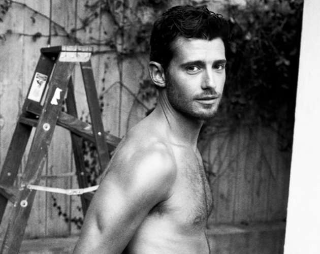 El actor de 'Pretty Little Liars' Julian Morris, desnudo completamente para la revista 'Wonderland'
