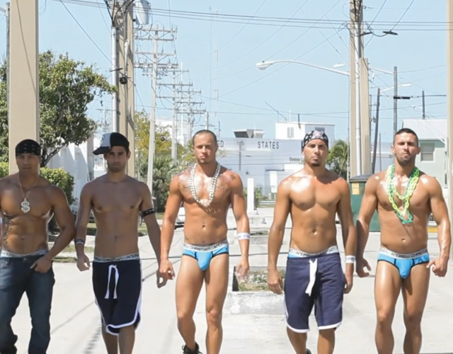 Cher comparte vídeo para 'Take It Like A Man' con los modelos de Andrew Christian