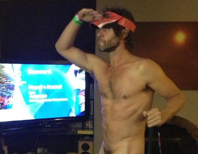 Howard Donald desnudo en Twitter