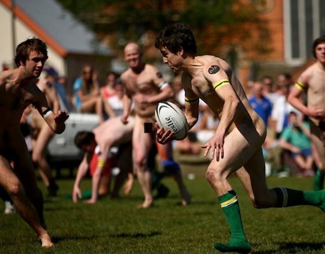 Jugadores De Rugby Desnudos Pitiendo En Nueva Zelanda Los Nude