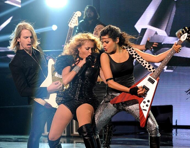Paulina Rubio canta 'Boys Will Be Boys' en la final de 'X Factor' USA