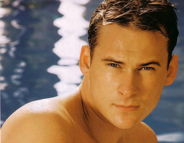 El cantante de Blue Lee Ryan, desnudo en la webcam