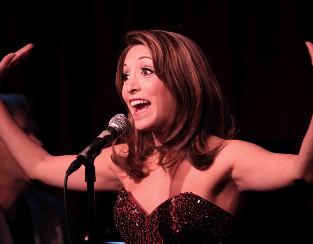 Christina Bianco imita a Britney Spears, Christina Aguilera o Kelly Clarkson cantando 'Let It Go'