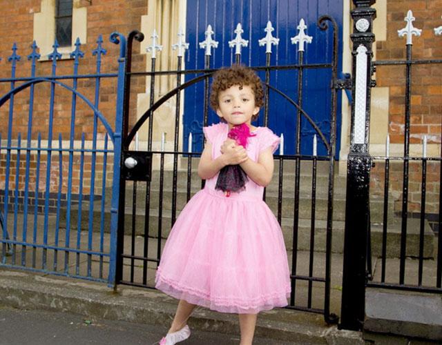 Niño expulsado por ir vestido de princesa