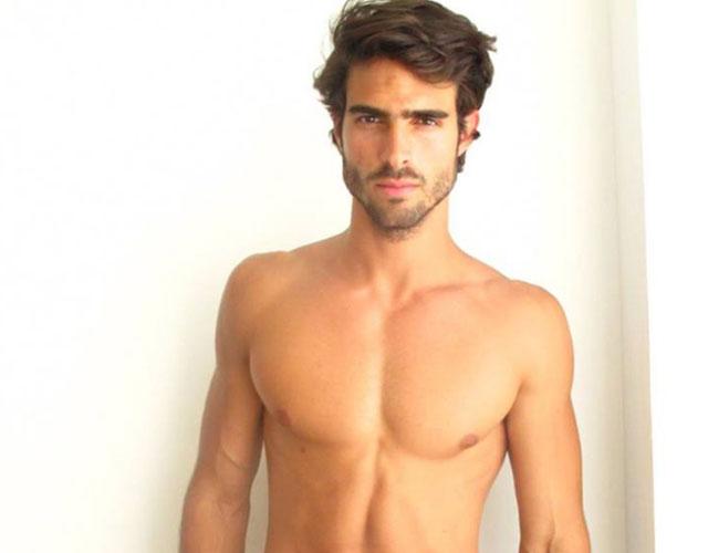 Modelo masculino desnudo necesario