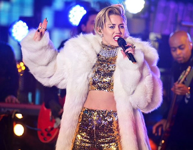 Miley Cyrus versiona 'There Is A Light That Never Goes Out' de los Smiths