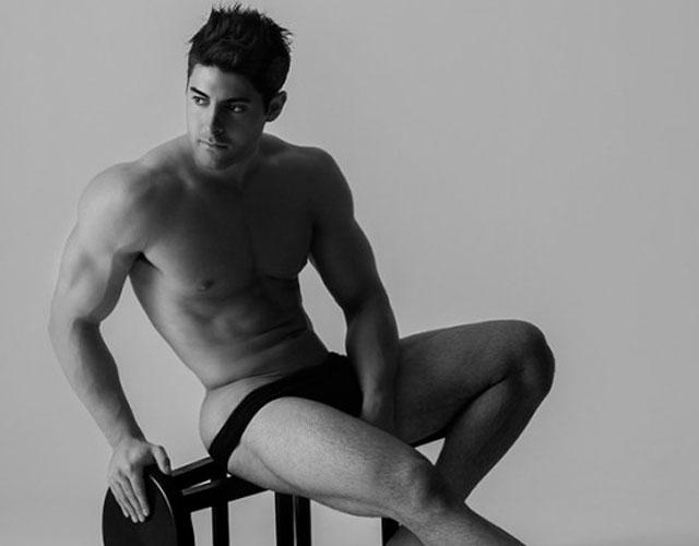 Sebastián Lizarzaburu desnudo