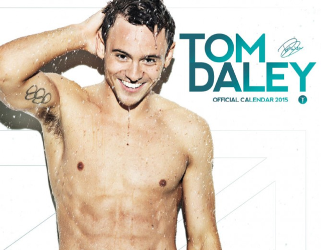 Tom Daley mojado en su calendario oficial de 2015