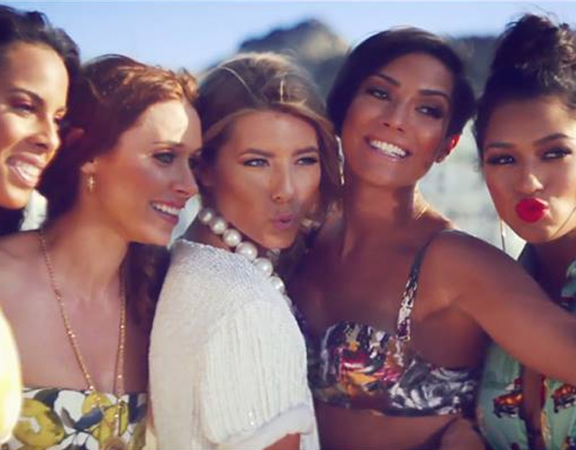 Escucha 'Walking Through The Desert' y '808' de The Saturdays
