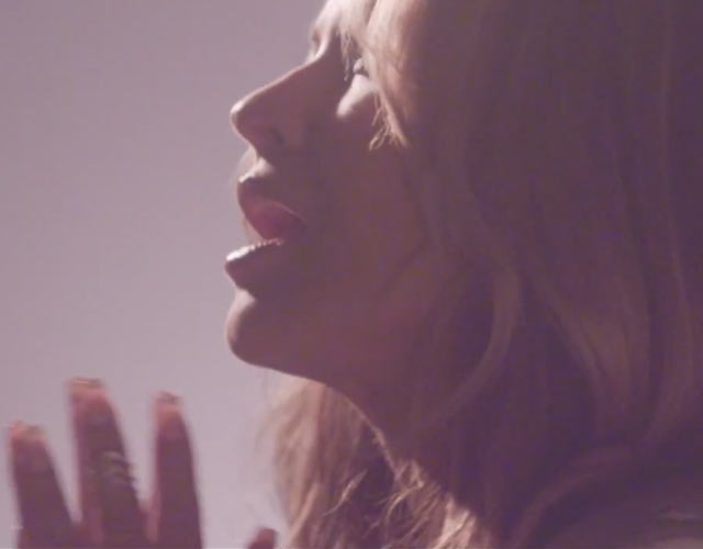 Anastacia estrena vídeo para 'Staring At The Sun'
