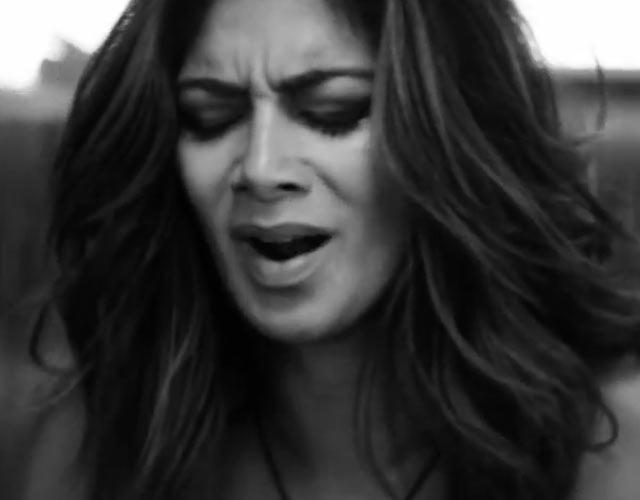 Nicole Scherzinger llora en el vídeo de 'On The Rocks'