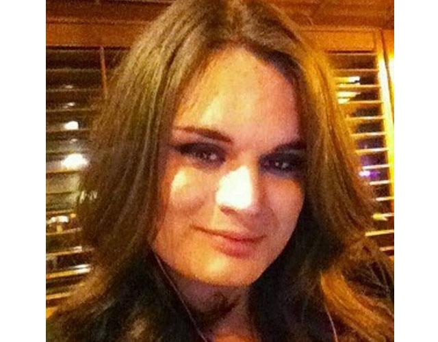 Una mujer transexual muere y es enterrada como hombre