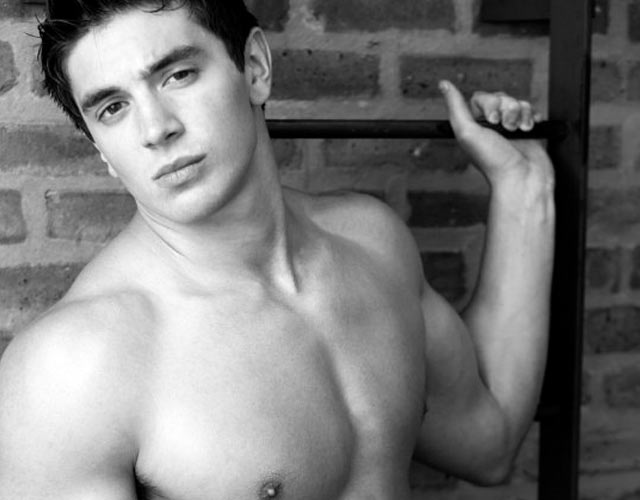 Steve Grand, el cantante gay country, estrena su nuevo single 'Time'