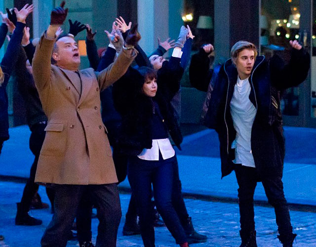 Carly Rae Jepsen, con Justin Bieber y Tom Hanks en el vídeo de 'I Really Like You'