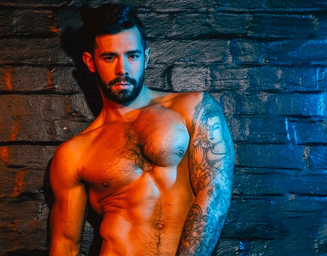 Charlie King desnudo: las fotos del buenorro gay de 'The Only Way Is Essex' en Attitude