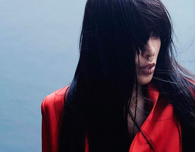 Loreen lanza vídeo para 'Paper Light Revisited'