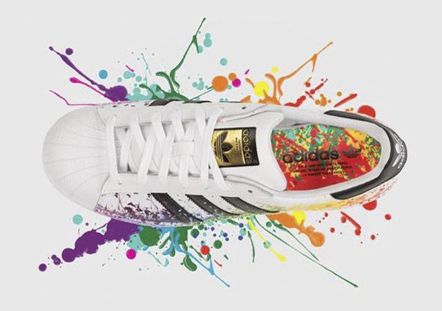 99bcd86ba956 Adidas relanza sus clásicas zapatillas con un homenaje al orgullo LGBT