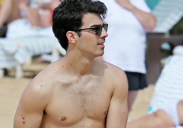 Las mejores fotos de Joe Jonas desnudo CromosomaX